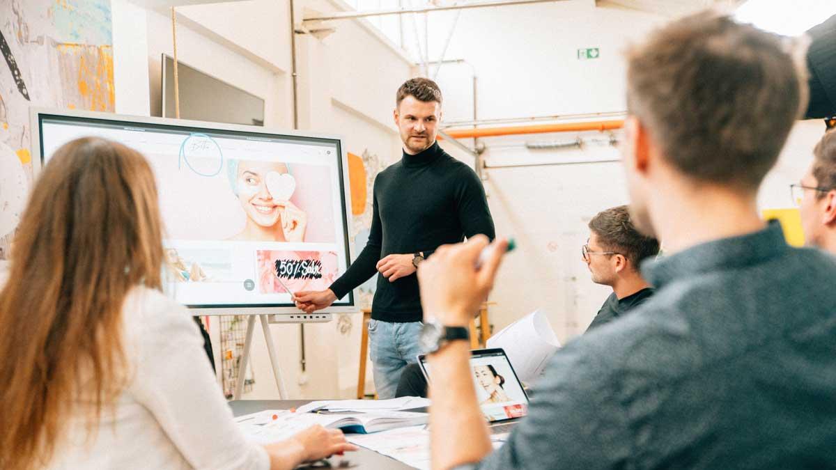 Sascha Sprugis von Deepsoul Marketing & Media unterstützt beim professionellen Außenauftritt